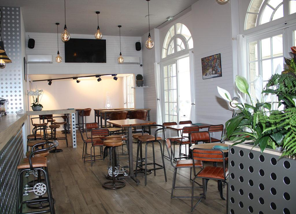 interieur-bar-villa-noe-bahia-pornic-ambiance-loft-esprit-industriel-chic